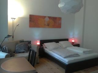 Quiet apartment Berlin Downtown, WIFI   Charlot, Berlín
