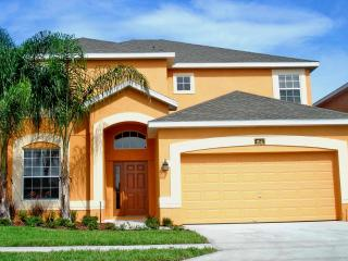 Fabulous Luxury 5 Bed, 4.5 Bath Florida Villa with Glorious 30' Heated Pool/Spa close to Disney