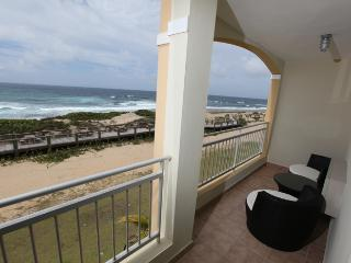 Stunning Oceanfront Penthouse, Now with 10% off!, Isabela