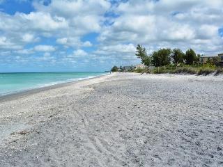 Manasota Key 2 Bedroom Condo w/ Beach & Bay Access