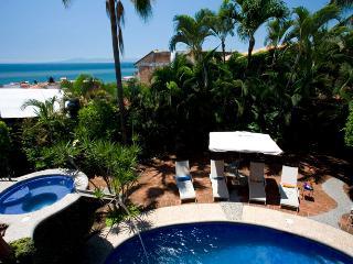 Casa Corona: 6 Master Suites + Private Pool!, Puerto Vallarta