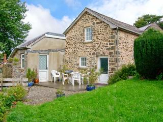 LLETY'R WENNOL, pet-friendly, peaceful retreat, woodburner, in Ffarmers near
