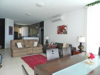 F2-7C, 2 bedroom luxury condo. 7th floor view, Farallón (Playa Blanca)