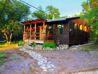 Little cabin in the woods with private hot tub, Wimberley
