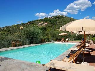 Lovely spacious apartment in agriturismo with pool