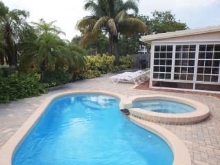 Wilton-on-the-Water: Pool and Jacuzzi Tub., Fort Lauderdale