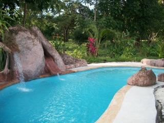 Tranquilo Vacation Retreat w/ 2  houses, sleeps 22, Cabuya