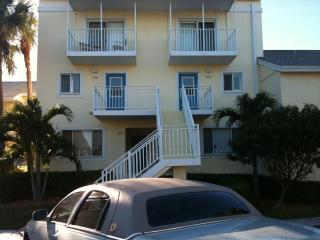 2 BR Lakeside Condo Indian River Plantation, Stuart