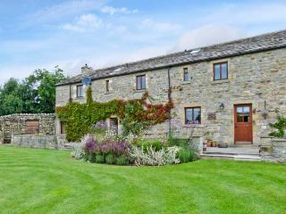 GARDALE HOUSE, en-suite facilities, WiFi, games room, outdoors play area, large cottage near Wigglesworth, Ref. 28039