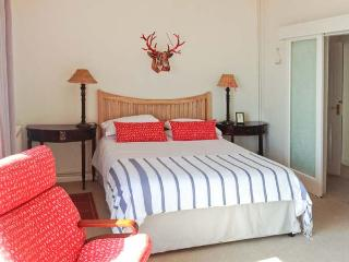 ROOM@THETOP, WiFi, beautiful sea views, romantic, luxury cottage in Ventnor, Ref. 29353