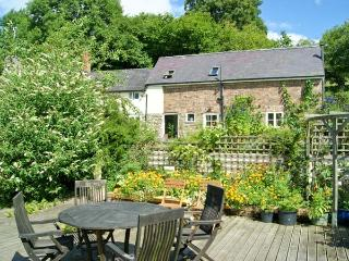 KING GROVE COTTAGE, semi-detached barn conversion, woodburner, shared front sout