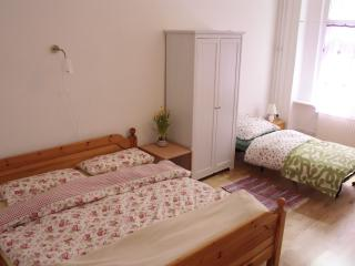 Elena's Cozy Apartment with 2 Bedrooms and Free Wifi, Berlín