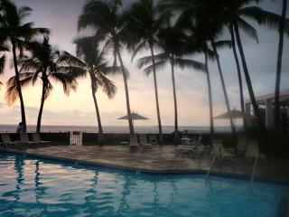 ELEGANT OCEANFRONT LIVING, Kailua-Kona