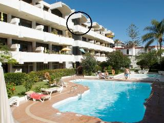 Well equipped sea view apartment, 2 minutes walk to beach and promenade
