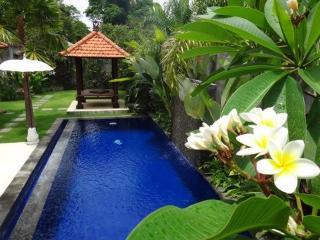 Peaceful villa 10mins to beach, shopping,cafes,etc