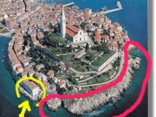 house/apartments see yellow circle directly on the sea