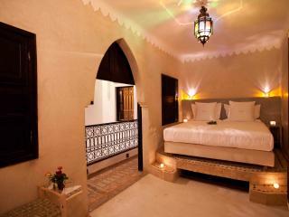 Luxury Suite in New Riad. WIFI + Pool. Breakfast