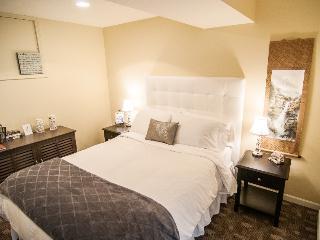 The White Room at Kye Bay B&B, Comox