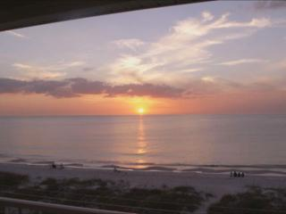 Gorgeous Oceanside Penthouse 2bd/2ba Corner unit!, Indian Rocks Beach