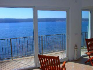 Penthouse Apartment on the Beach Near Zadar., Gornji Karin