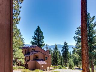 Convenient lakeview condo w/shared pool, hot tub, sauna, Carnelian Bay