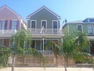 3 BR, 2.5 BA, Historic Home, Sleeps 7, Wi-Fi, Netflix On-Demand, Galveston