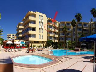 Swimming-pool and Apartment - children´s pool in the foreground