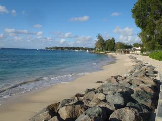1 BR in Sunset Crest - Beach and Pool Access, Holetown
