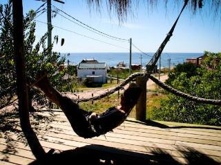 Playa de Cabañas en Punta del Diablo, Uruguay
