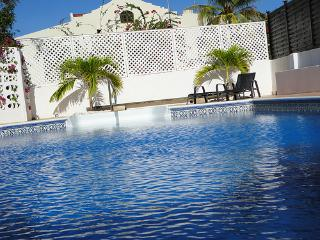 Luxourious spacious ocean view Villa in Curaçao, sleeps 10-12 with large private pool, Willemstad