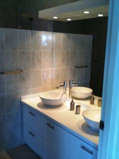 Bathroom nr 1, attached to bedroom nr 1