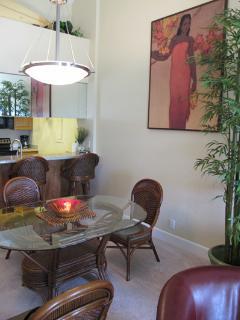 Indoor dining comfortably for seven, Hawaiian art