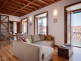 Spacious modern rustic style full of character apartment in picturesque Alfama quarter