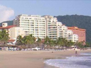 Ixtapa Bay View Grand Beachfront condo in paradise