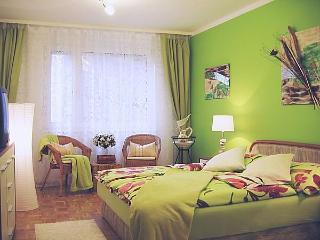 Cosy and ideal for business & expats ~ Apartment CITY TRIP Centre: Wi-Fi, Metro