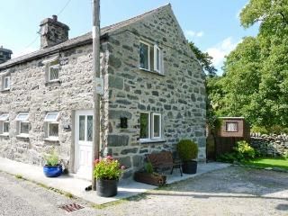 GLAN-Y-PORTH, 200 year old end-terraced cottage, original features, enclosed