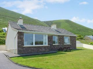 ST. ANNES, detached cottage, dog-friendly, sea views, near Glenbeigh, Ref 27306