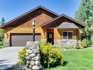 Gorgeous home next to golf, sleeps 9!, McCall