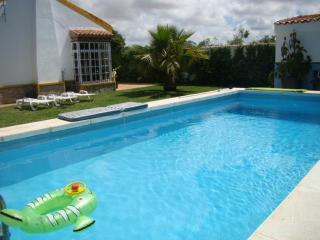 Villa La Alegria, 4-7 guest, private pool, 2-3 min to the beach, Conil, Conil de la Frontera