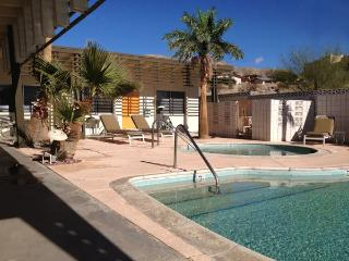 1960s California Desert/Spa Getaway (Studio), Desert Hot Springs
