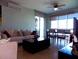 F3-8C. 2 bdrm condo with ocean/ resort view, Farallón (Playa Blanca)