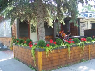 Beautifully renovated urban cottage in an awesome location, Calgary