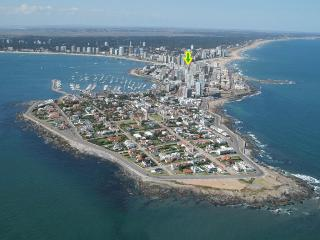 APARTMENT GORLERO CENTER, 10TH FLOOR OCEAN VIEW, QUIET, FURNISHED, PARKING, Punta del Este