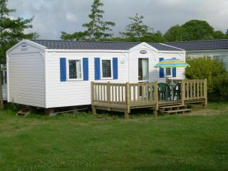 Quality Mobile Home to rent in Benodet, Finistere  Coastal south west Brittany.