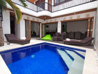 LAST MINUTE HOT RATES- KUTA ROYAL VILLA, Kuta