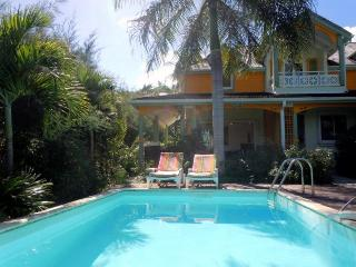 Villa MOJITO, charming home steps from the beach, Orient Bay