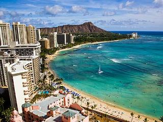 STUDIO WAIKIKI BEACHNEW YEARS  USE OF OWNERS PENTHOUSE,100 ft BEACH 5* LOCATION