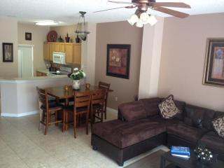 Beautiful 3 Bedroom Villa 10 Minutes from  Disney, Kissimmee