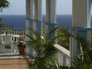 Starshine Villa-Traditional Style 3 Bed/3 Bath, Pool, Hot Tub, and Sunset Views!, Cruz Bay