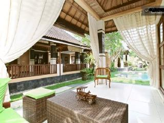 Beautiful villa with swimming pool in Sanur!